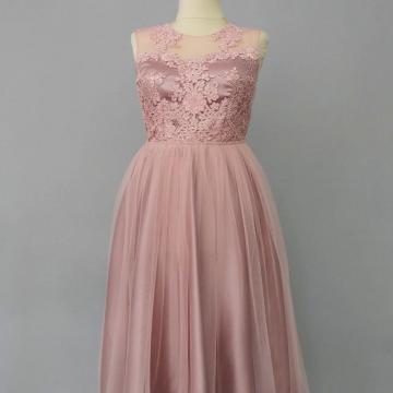 Rochie din tulle si dantela roz prafuit